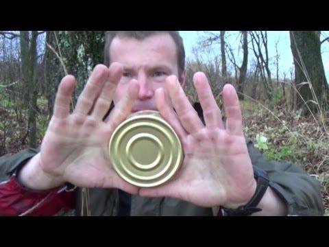 видео: Вскрывание плоской консервной банки голыми руками