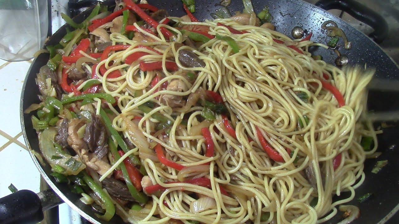 Chow mein mixto con carne pollo y camarones comida - Como hacer espaguetis al pesto ...