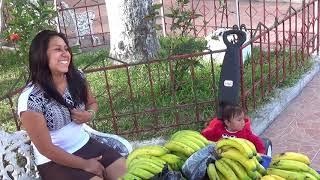 Comprando miel y guineos de seda, en alegria Usulutan. El Salvador