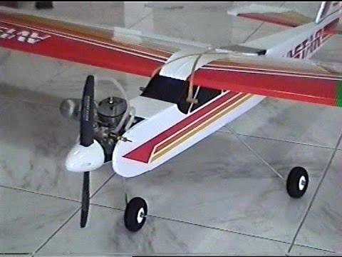 Come assemblare un'aeromodello Avistar 40 ex. Build a model aircraft
