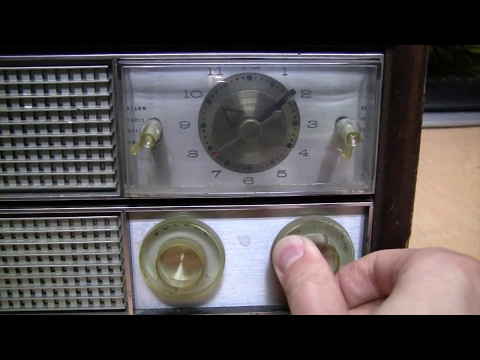 All-original 1965 Philco vacuum tube clock radio