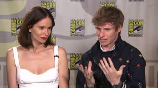 Redmayne and Waterston are loving the fans at Comic-Con