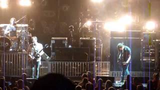 kings of Leon- Black Thumbnail Live Michigan