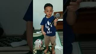Hans Darel Bernyanyi lagu Mardua Holong part 4
