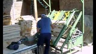 Производство деревянных поддонов(Деревянные поддоны и европодоны производятся из паллетной заготовки с помощью одного специалиста и специа..., 2011-07-02T18:43:38.000Z)
