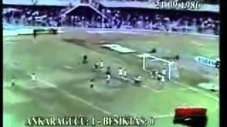 Video Trọng tài duy nhất ghi bàn trong lịch sử thế giới   Clip Trọng tài duy nhất ghi bàn trong lịch sử thế giới   Video Zing