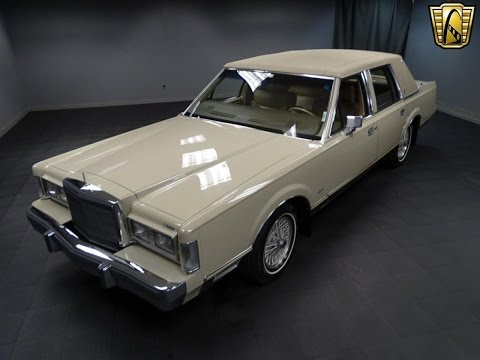 1988 Lincoln Town Car Signature Stock # 837-DET