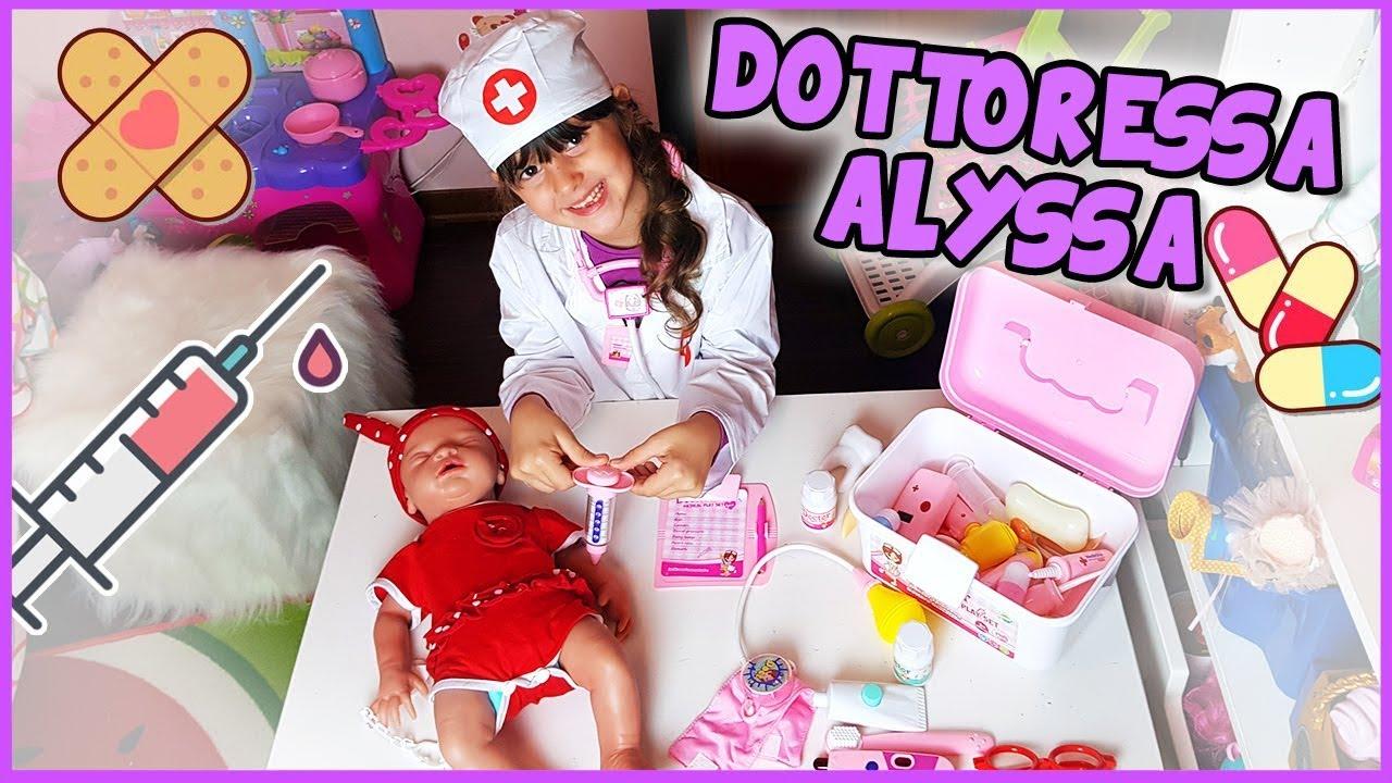 Download Dottoressa Alyssa e la bambola in silicone - Video per bambini