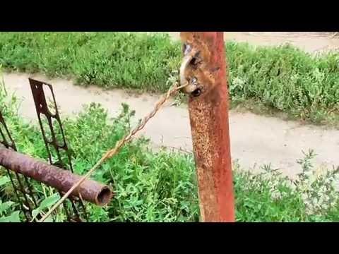 Забор из сетки рабица и старых водопроводный труб. ч. 1