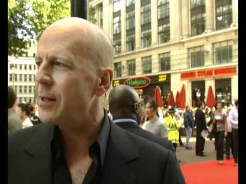 Bruce Willis on fighting Maggie Q