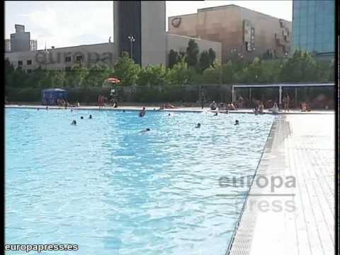 Menor muere ahogado en una piscina de barcelona youtube for Piscinas en barcelona