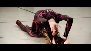 Solo Contortion Act - Nina Van der Pyl