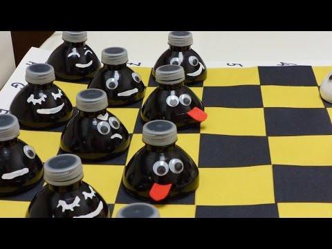 Как Сделать для Детей Забавные Шашки из Пластиковых Бутылок
