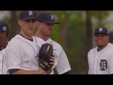 2016 Wilson Glove Day - Detroit Tigers