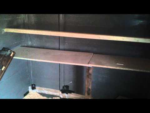 sitzstangen und kotbrett konstruktion h hnerstall innen funnydog tv. Black Bedroom Furniture Sets. Home Design Ideas
