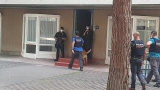 La unidad canina de los Mossos llega al domicilio del presunto yihadista