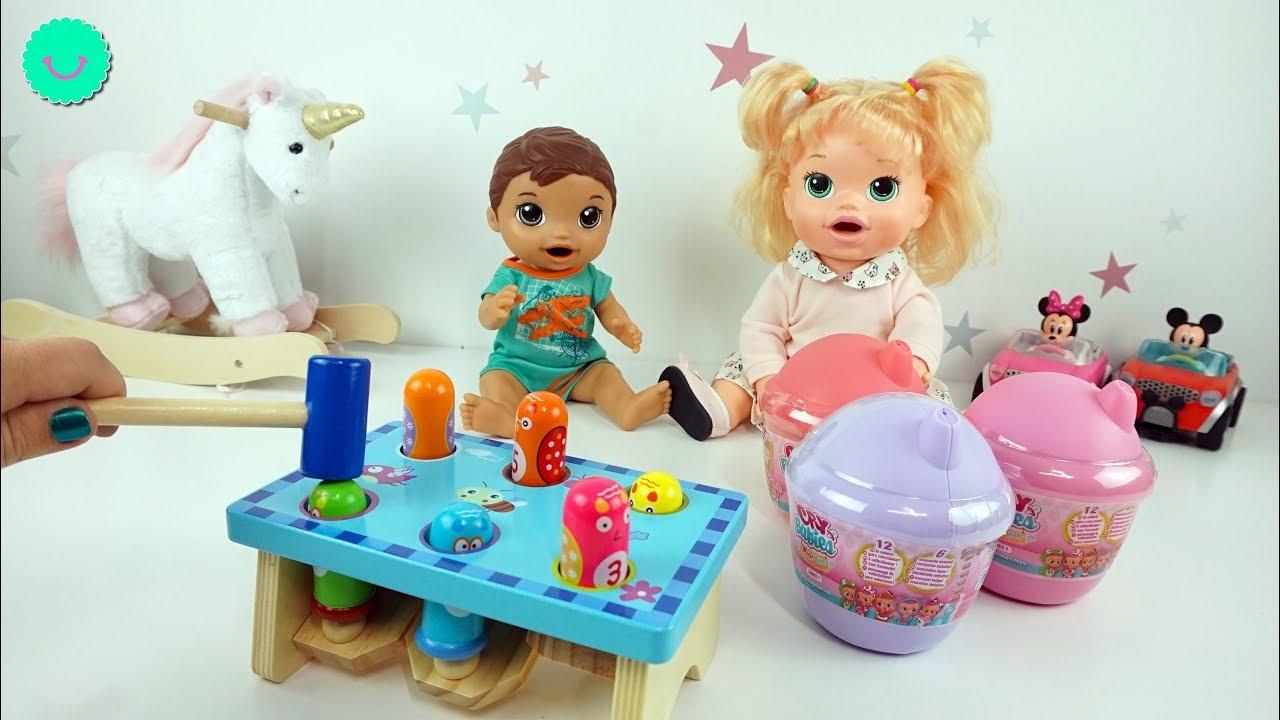 Sara y Luke Juegan a PICA el PÁJARO y ganan Bebés Llorones de Juguete
