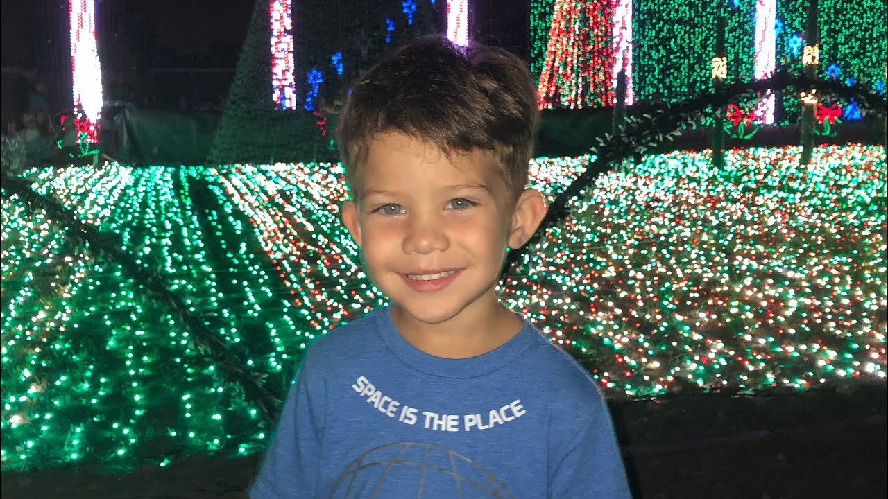 Noah Enjoys Christmas Lights in Plantation Acres - YouTube
