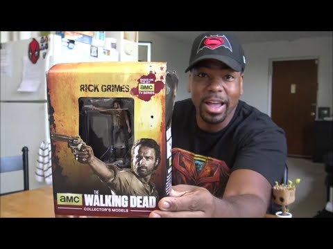 The Walking Dead Collector's Model:  Rick Grimes UNBOXING!!!