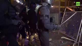 Catalan separatists storm police barricades in Barcelona