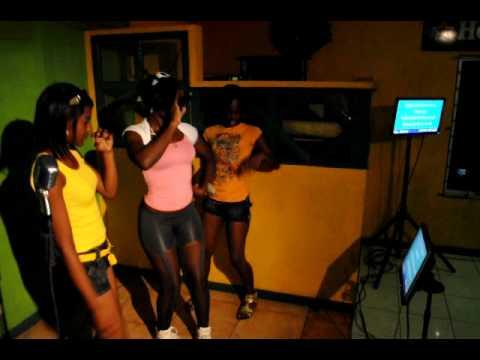 SEXY GIRLS SING @ NEW STAR KARAOKE