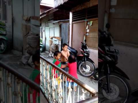 Video Lucu Banget Perkelahian Anak di Bawah Umur