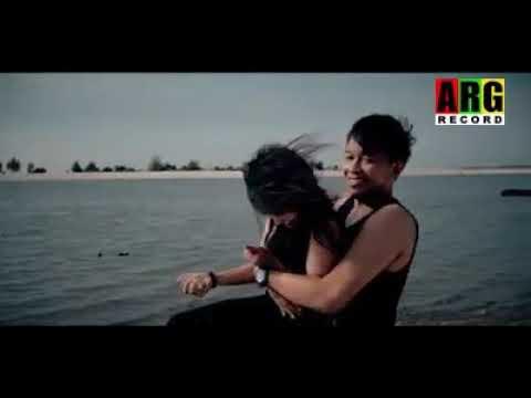 cuplikan video klip HOLAN DI ANGAN ANGAN - GERHANA TRIO