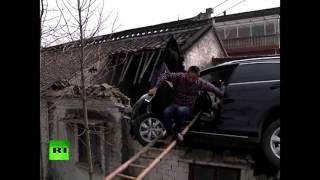 Паркуюсь где хочу  в Китае мужчина загнал автомобиль на крышу дома