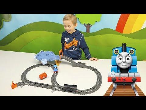 Видео как играют дети в паровозики