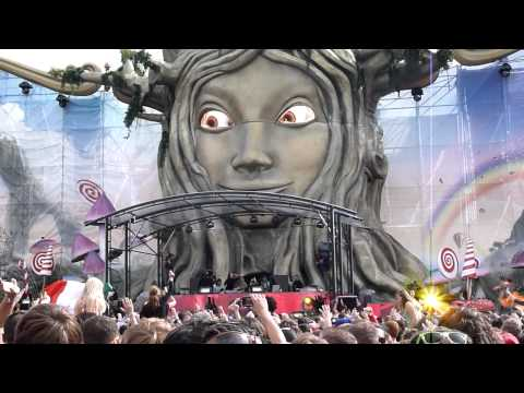 Steve Aoki & Afrojack introduce new record No Beef at Tomorrowland 2011 day 2