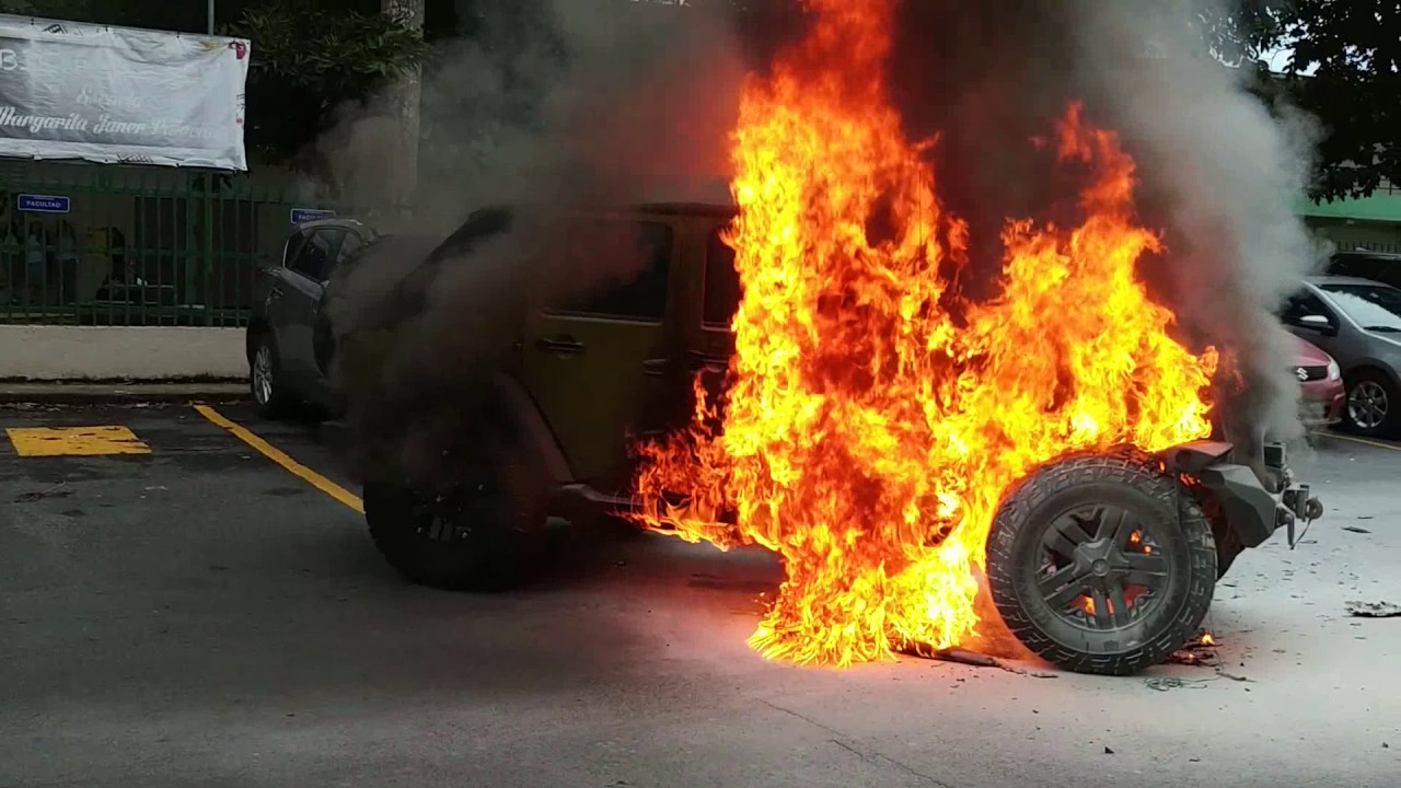 Se Quema Jeep Wrangler Jeep Wrangler Catches Fire Youtube