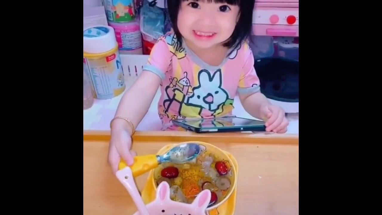 Tik Tok | Phương Min và Cherry review đồ ăn : mì trộn tóp mỡ, gà rán hàn quốc, chả cá sốt cay
