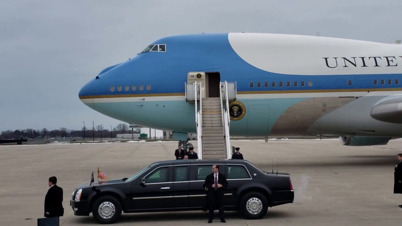 Download President Trump and Air Force One at Selfridge