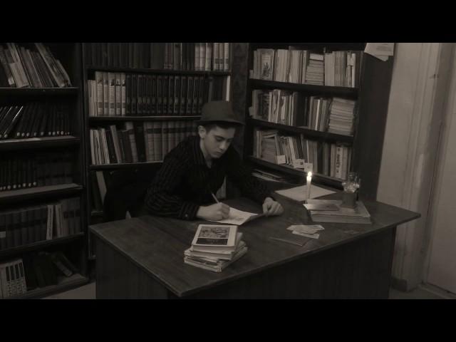 Изображение предпросмотра прочтения – АрменЗакарян читает произведение «Товарищу Нетте, пароходу и человеку» В.В.Маяковского