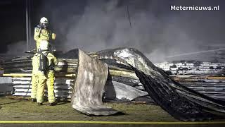 Brand onder overkapping bedrijf in Ommen
