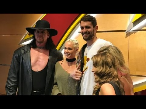 The Undertaker poses with Kevin Love & the birdman before the Knicks-Cavs game