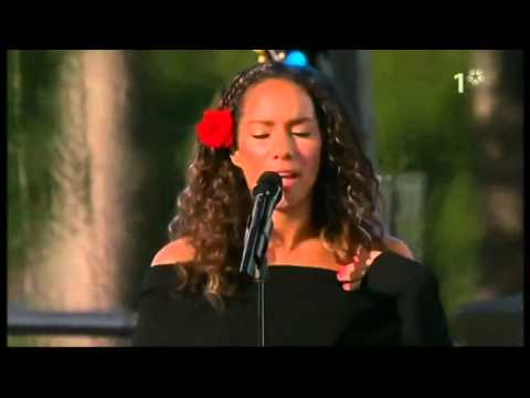Leona lewis - Bleeding Love live (Sweden princess Victoria's birthday 2008)