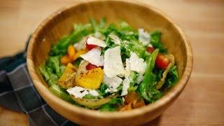 Салат с овощами гриль и хипстерской заправкой