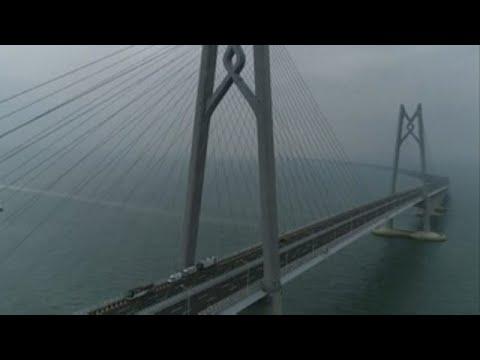 China abre el puente marítimo más largo del mundo con crítica desde Hong Kong