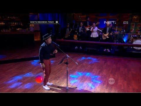 "Performance: SANDHY SONDORO ""MALAM BIRU"""