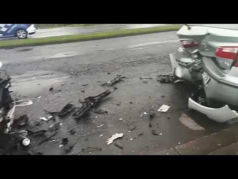 Dos heridos en un espectacular accidente en Infanta Elena