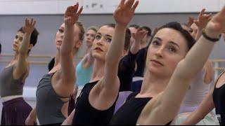 Natalia Osipova, Matthew Golding and the corps de ballet on Swan Lake (The Royal Ballet)