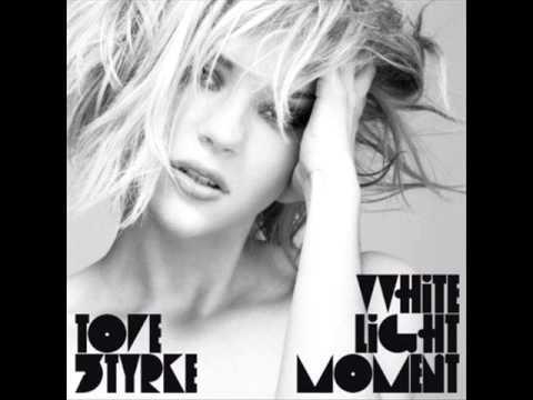 Клип Tove Styrke - White Light Moment