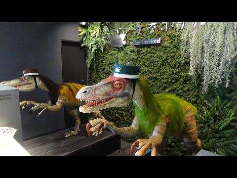 Hi ha un hotel anomenat Henn-na al Japó que consta de 100 habitacions, 140 robots i sol 7 persones de personal. És el primer hotel del món en el qual recepcionistes, assistents i botons són robots. El menjar la serveixen màquines i a l'habitació li parles a un simpàtic robot per activar llums o encendre la televisió, fins als peixos dels aquaris, són robots ...