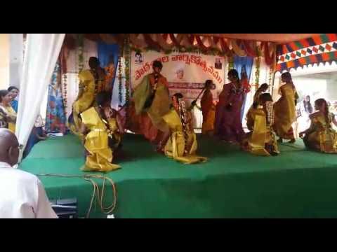 Godari dance by MPUP SCHOOL RAMASINGAVARAM PEDAVEGI MANDAL8TH CLASS STUDENTS