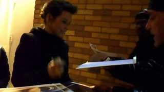 Evangeline Lilly Signs For Me