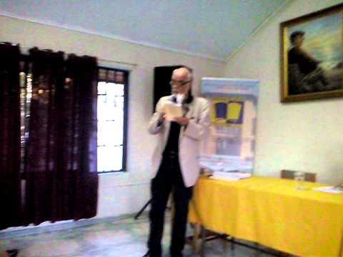 Poeta Juan Antonio Massone en Biblioteca Tomas Guevara Silva, Curicó