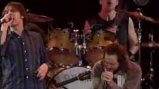 Pearl Jam & Mudhoney - kick out the jams (live)