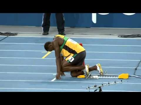 Usain Bolt Wins 200m at 2011 World Championships  in 19.40 seconds