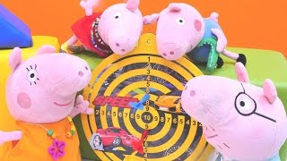 Видео с игрушками про Свинку Пеппу - Игрушки играют в дартс